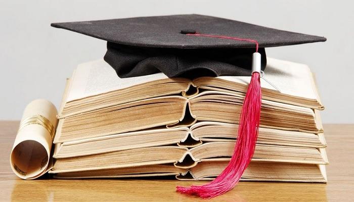 Ο Σύνδεσμος Απανταχού Μηλίων βραβεύει τους καλύτερους μαθητές.